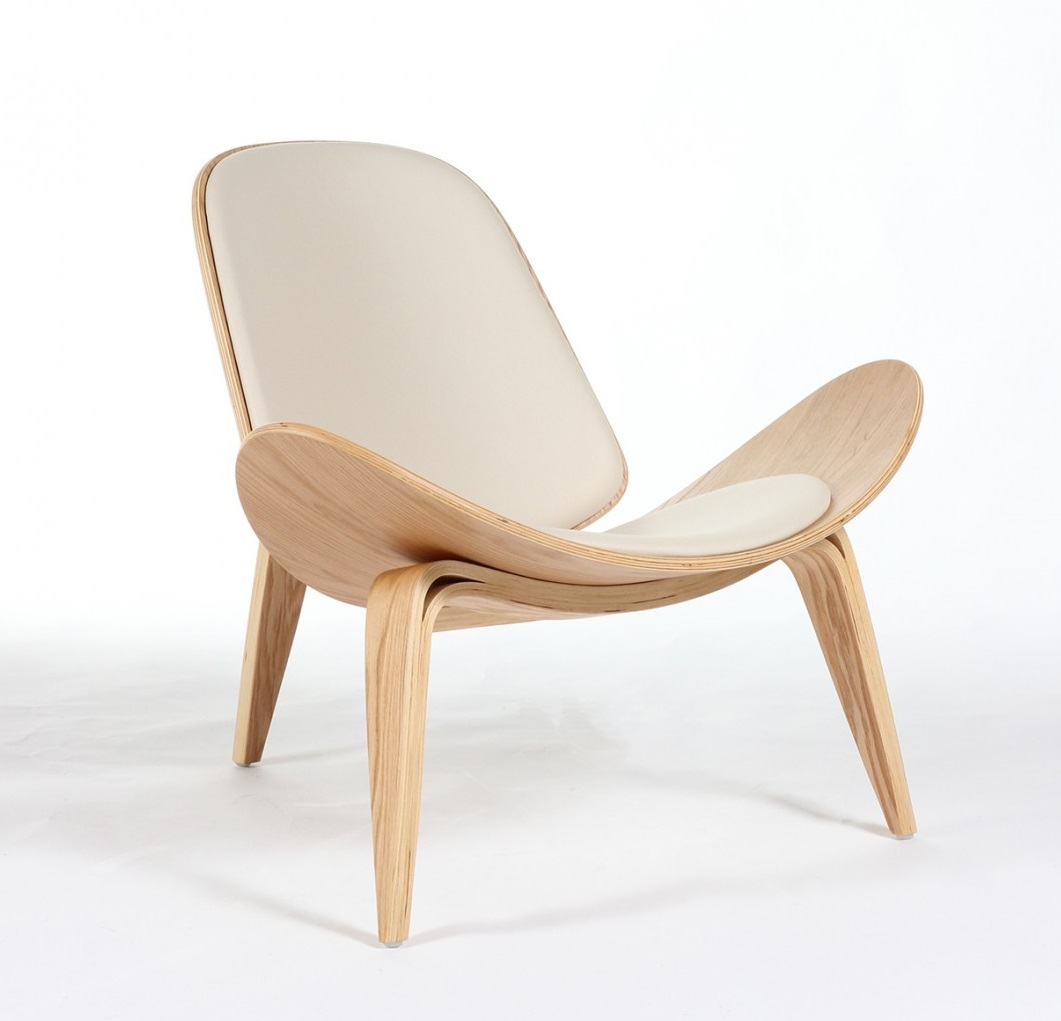 SHELL CHAIR (CH07) Designed by Han J Wenger (1963) 780 x 885 x 760 mm Plywood, PVC Price: 5.900.000