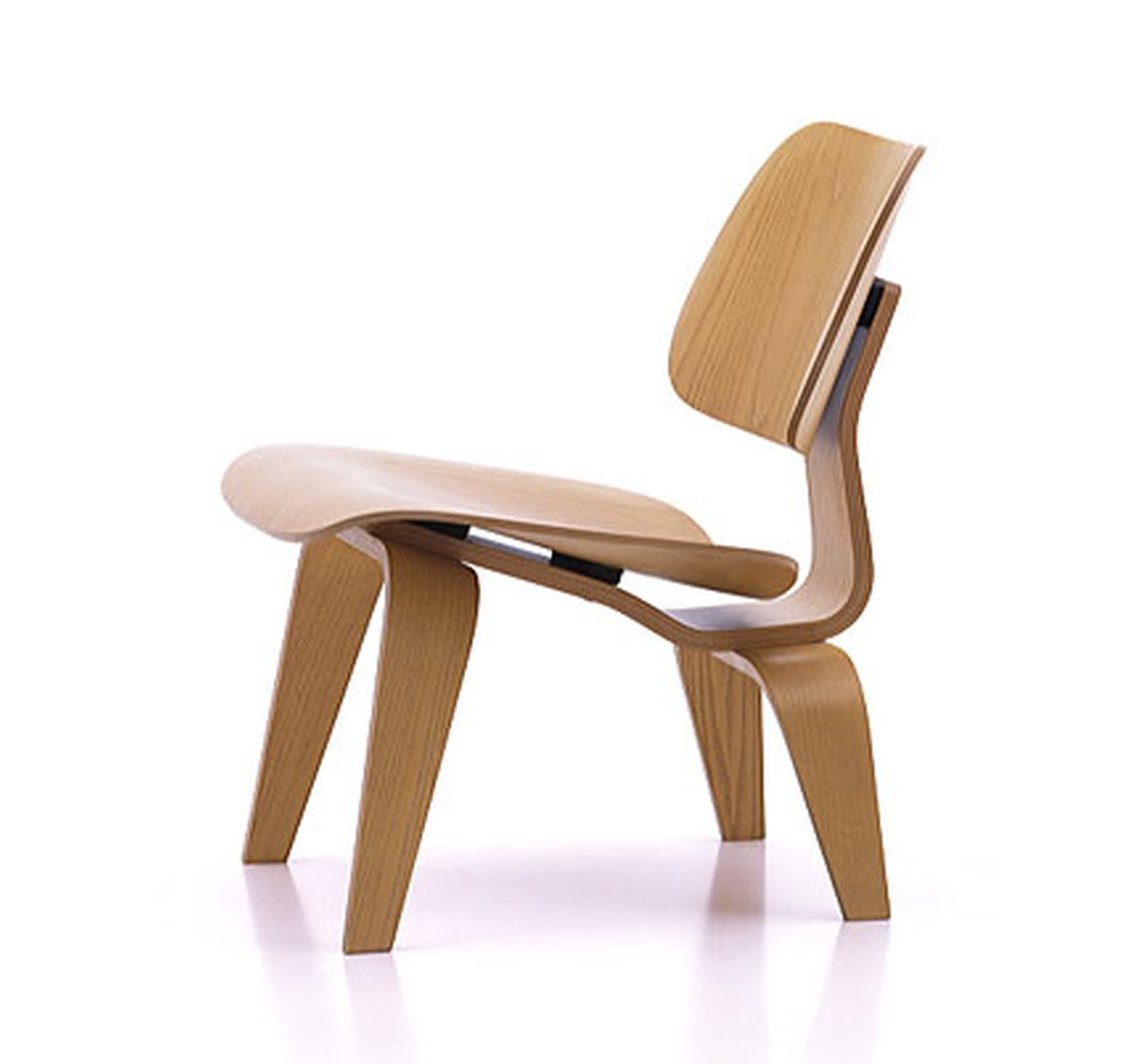 LCW CHAIR Designed by Charles & Ray Eames, 1946 610 x 560 x 705 mm Plywood Price: 2.770.000 VND
