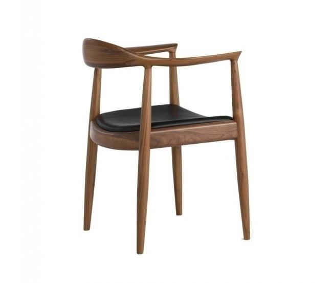 KENNEDY - THE CHAIR Design by Hans J Wegner,1949 555 x 640 x 760 mm ASH solid wood, PVC seat Price: 3.900.000 VND Ghế Kennedy được thiết kế tinh tế từ đường ghép mộng đuôi cá trên tay ghế, đường cong hài hòa giữa phần tay với phần lưng ghế, giúp cho người ngồi có cảm giác thoải mái ngay khi đặt lưng tựa vào ghế, và ngay cả vị trí để tay. Gỗ ASH, nệm ngồi PVC.