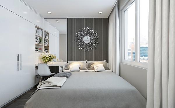Vách đầu giường được tô điểm bằng chiếc đồng hồ hiện đại nổi bật trên nền giấy dán tường xám.
